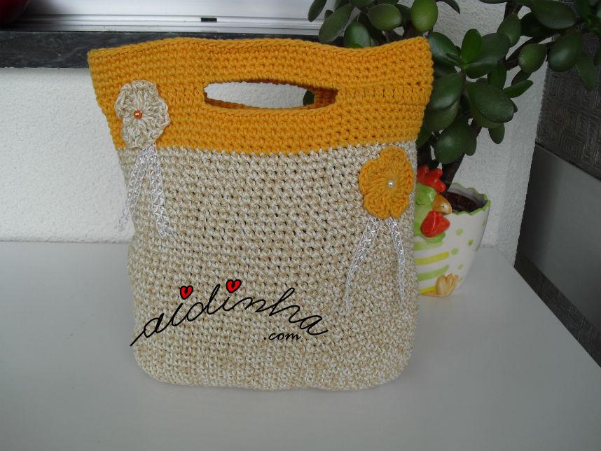 Bolsa, em crochet, creme e laranja, com alças