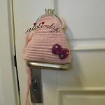 Bolsa infantil, em crochet, rosa claro com lacinho e alça
