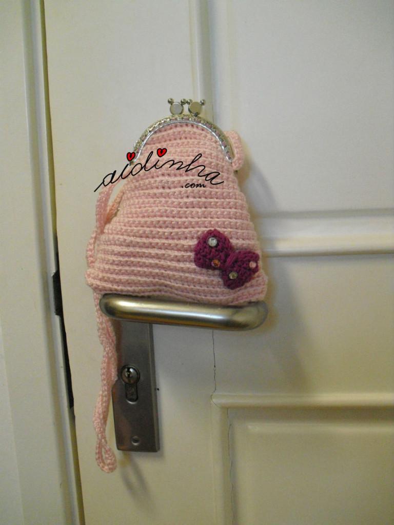 Bolsa infantil, em crochet, rosa claro com lacinho