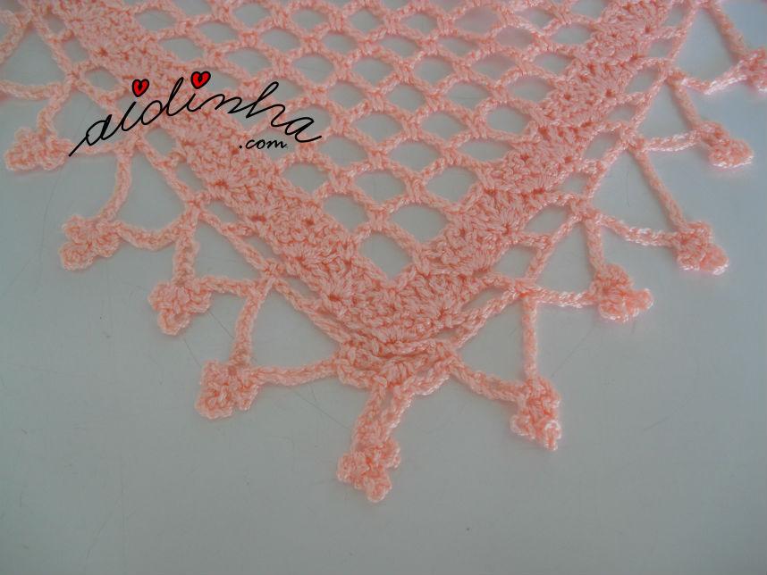 Vista do bico do baktu de crochet, cor de salmão
