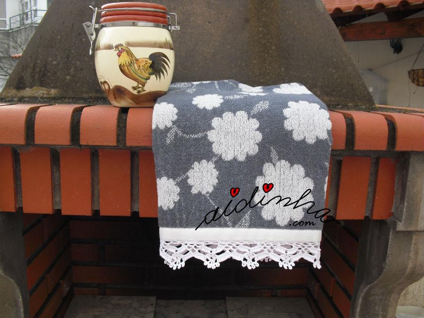 Pano cozinha/copa, com picô branco de crochet
