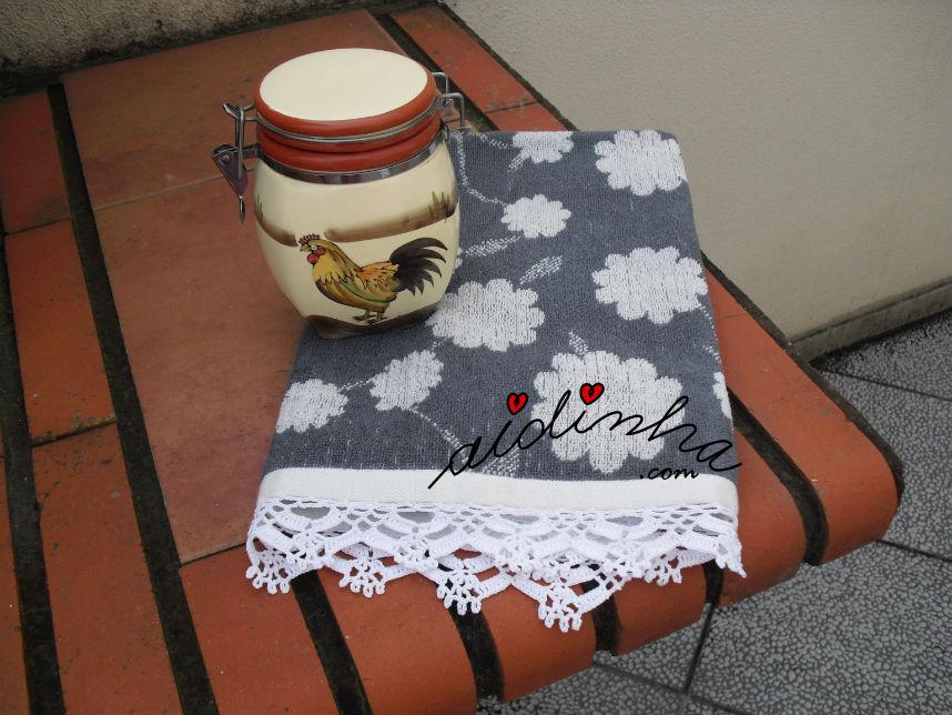 Pano cozinha/copa, cinza, com picô branco de crochet
