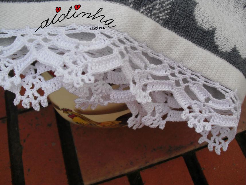 Visto do picô branco, de crochet, do pano cozinha/copa, cinza