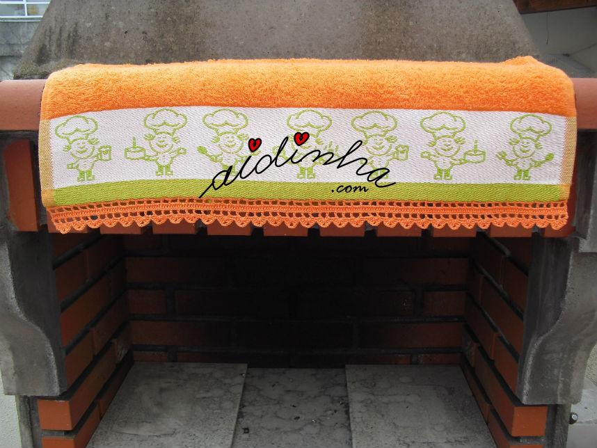Vista total do picô de crochet laranja
