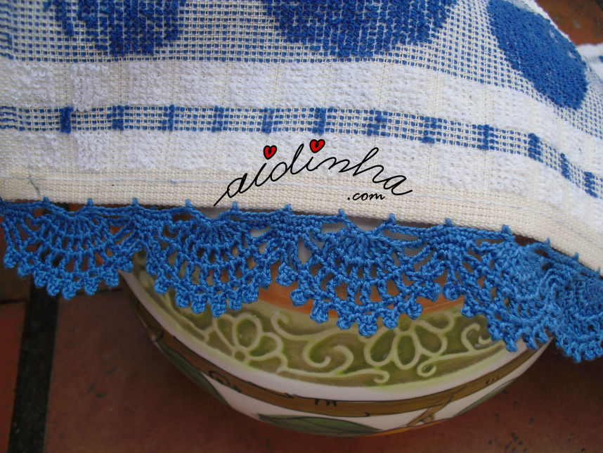 Pormenor do picô azul de crochet
