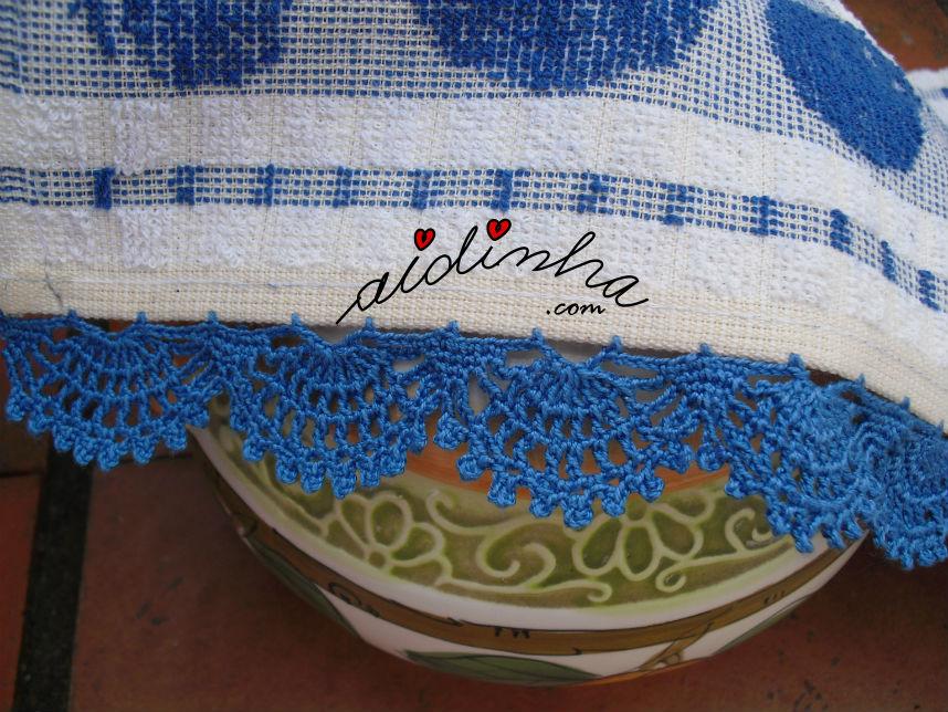 Pormenor do picô azul de crochet