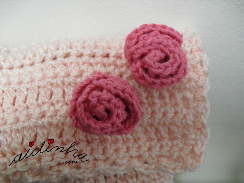 Foto das rosinhas, de enrolar, da bolsa, de crochet, rosa claro