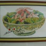 Quadro em ponto cruz, taça com salada de camarão