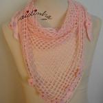 Baktu, de crochet, rosa claro com florinhas
