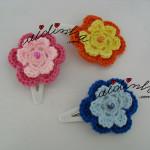 Conjunto, em crochet, de ganchos para cabelo ou tic-tacs, com flor