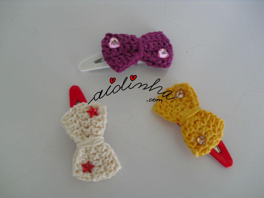 Conjunto, em crochet, de ganchos para cabelo ou tic-tacs, com lacinho