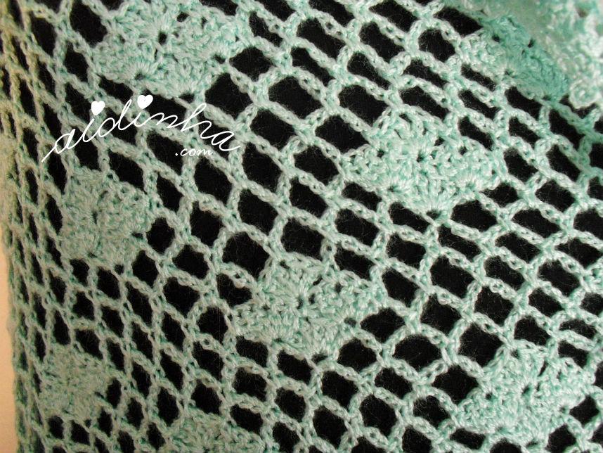 Pormenor do ponto de crochet, utilizado na estola verde água