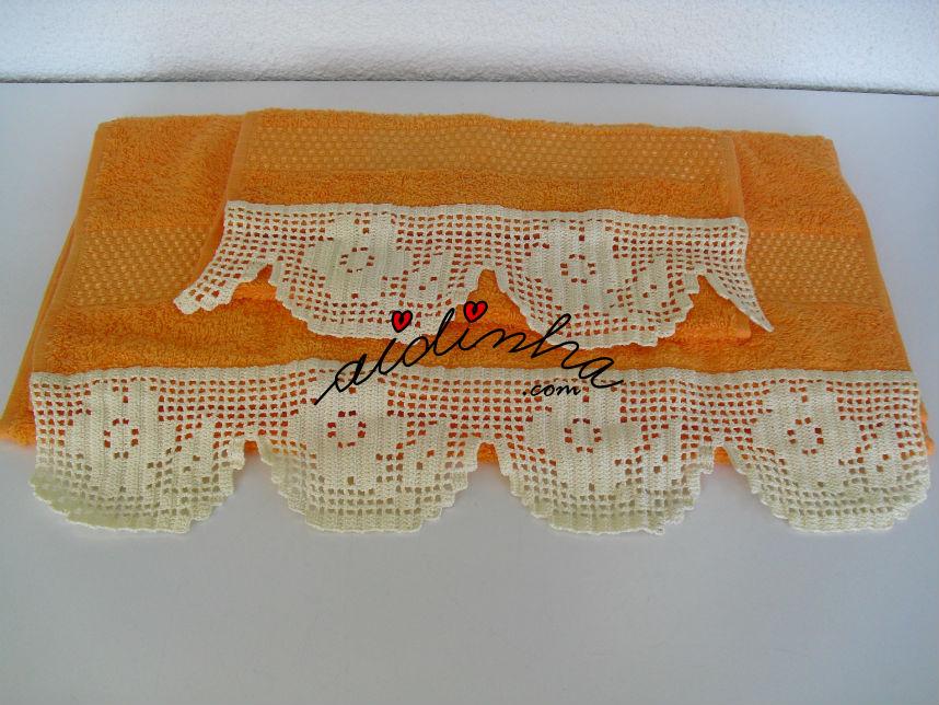 Outra foto do conjunto toalhas banho, com renda de crochet na ponta