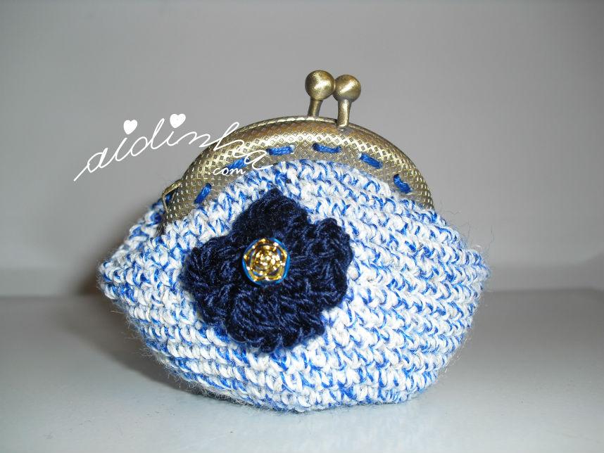 Bolsa redonda, de crochet, azul mesclada