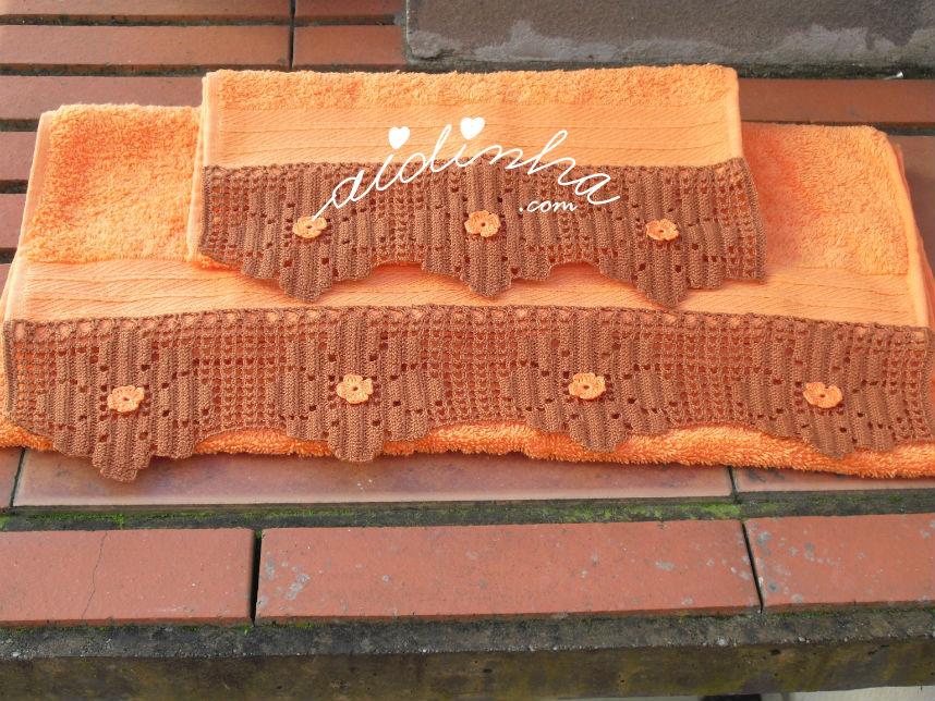 Conjunto toalhas banho laranja, com renda crochet castanha