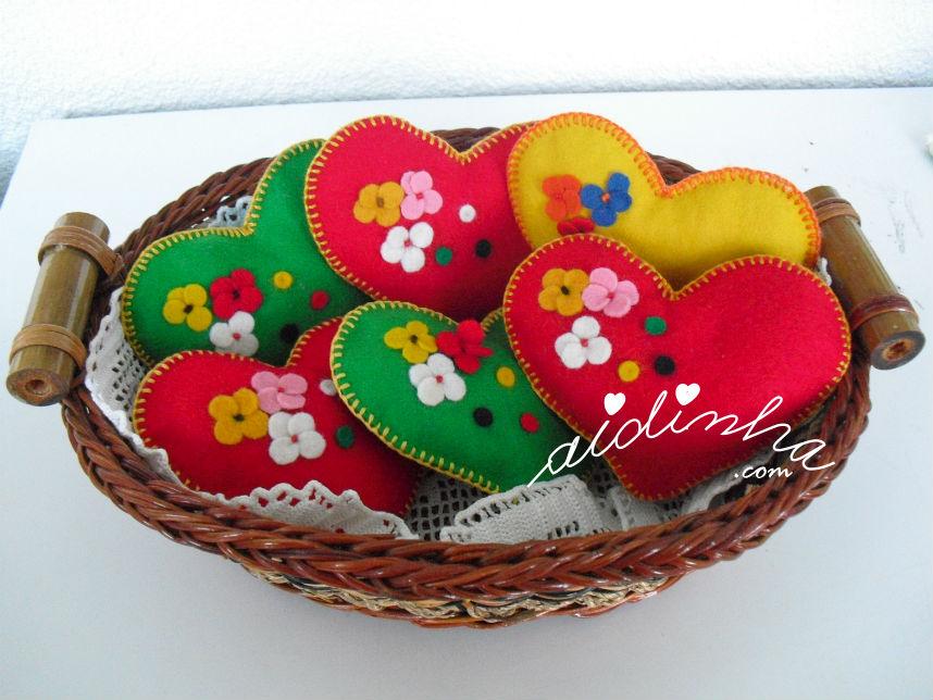 Alfineteiros coloridos, em feltro