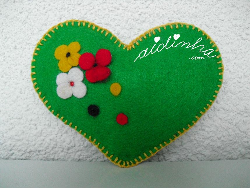 Alfineteiro verde, em feltro