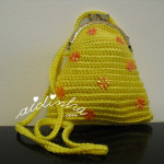 Bolsa infantil, em crochet, amarela com florinhas laranja