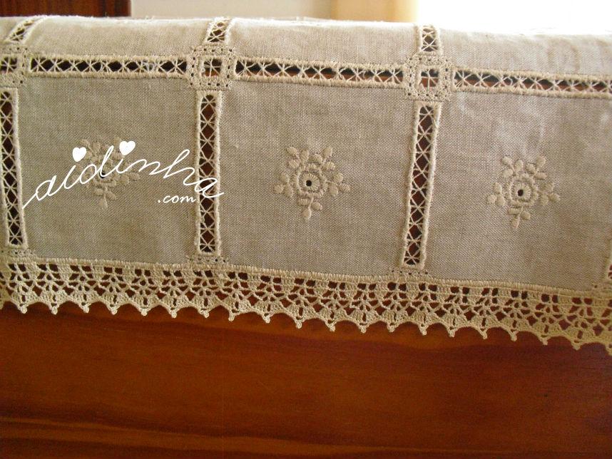 Mostra dos quadrados, da toalha de linho, com o picô de crochet