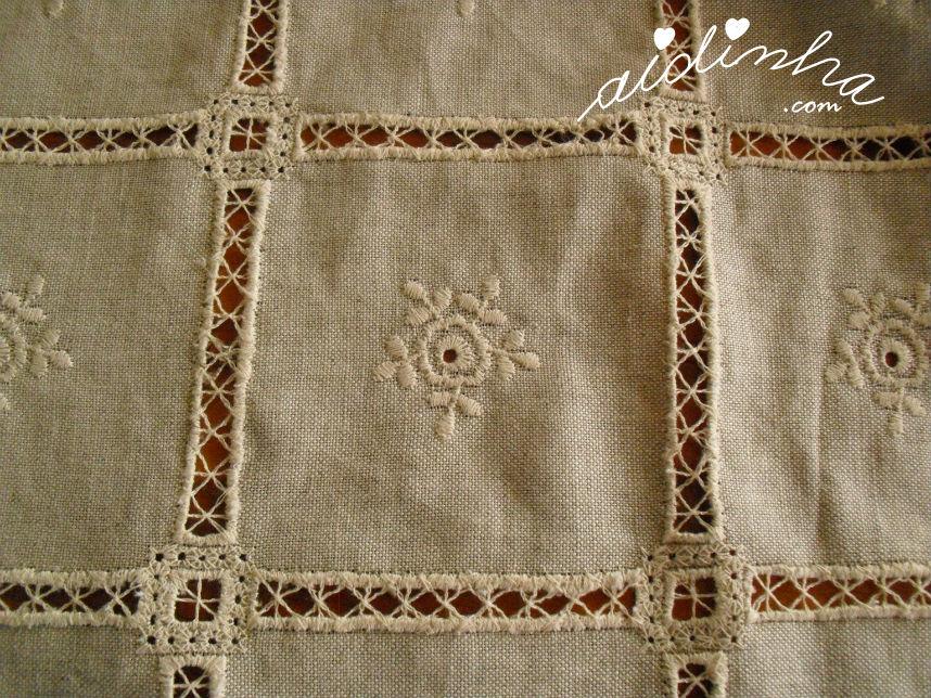 Mostra do bordado da toalha de linho