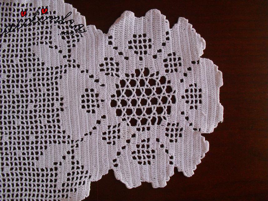 Flor dos lados do naperon de crochet, branco