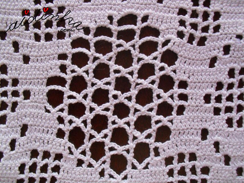 Pormenor do ponto de crochet, do naperon de crochet, branco