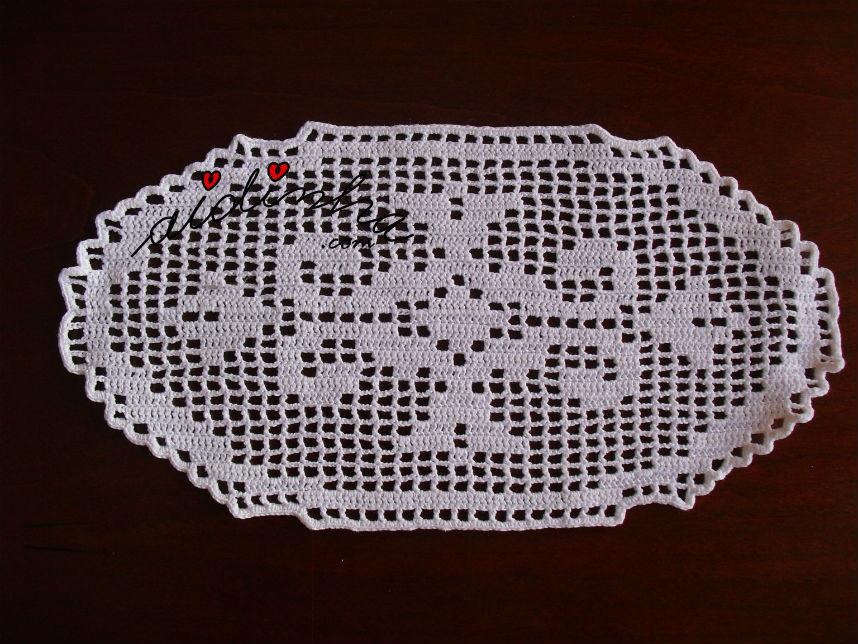 Pequeno naperon, de crochet branco