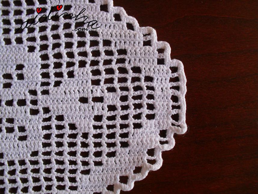 Pormenor do caseado de lado, do naperon de crochet