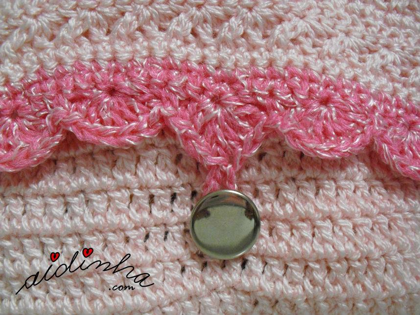 Pormenor do picô da bolsa de crochet, rosa e prata