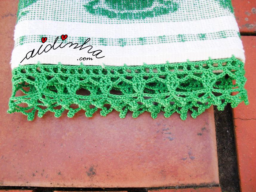 Pano de cozinha/copa, com picô de crochet verde