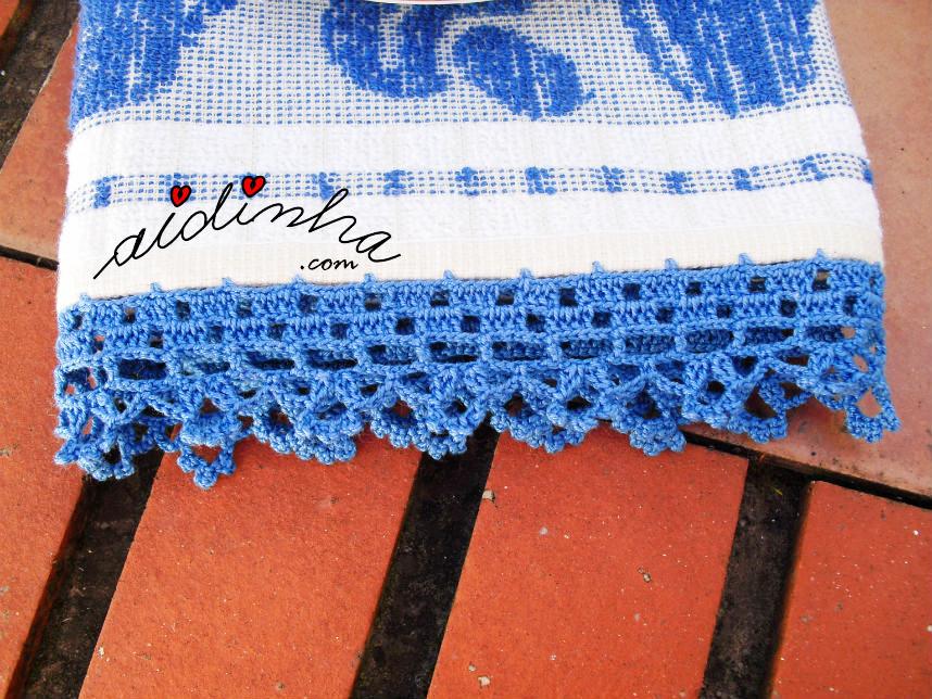 Pano de cozinha/copa, com picô de crochet azul