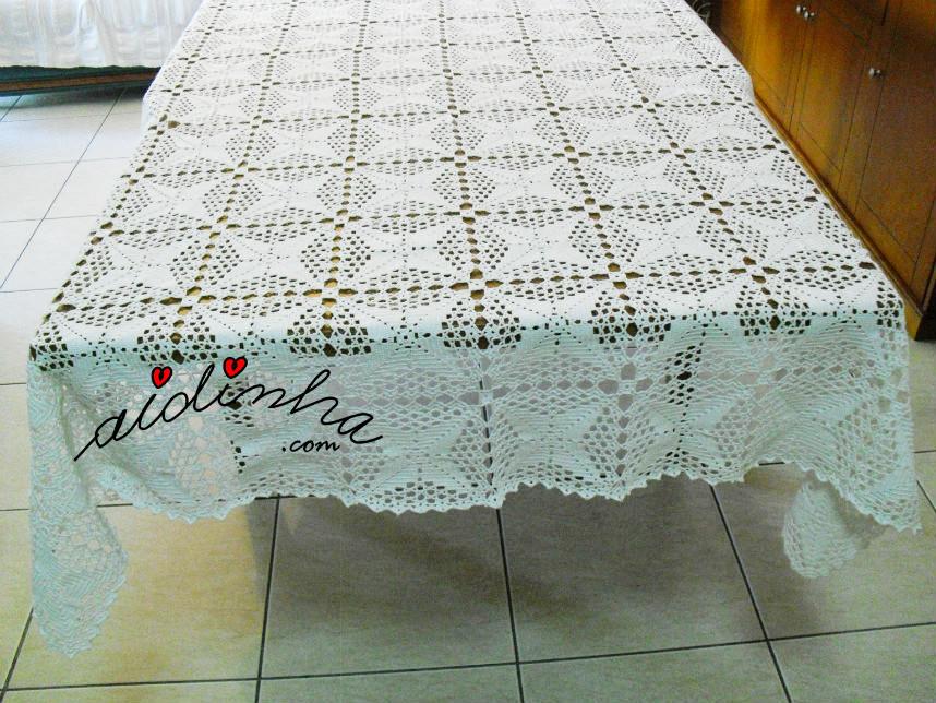Vista total da toalha mesa de crochet
