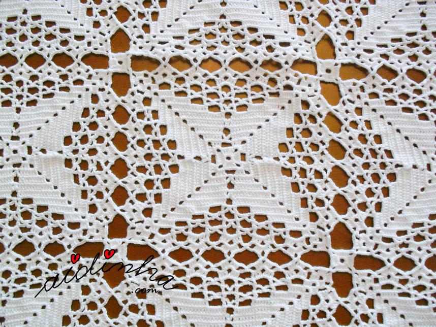Vista dos quadrados da toalha de crochet