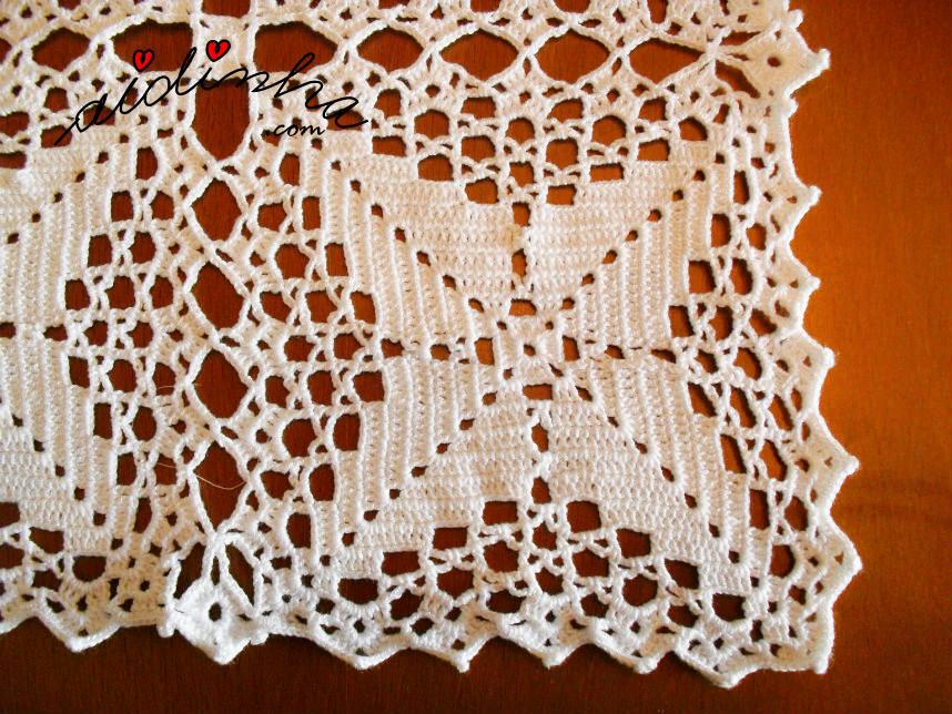 Foto de perto do quadrado de crochet