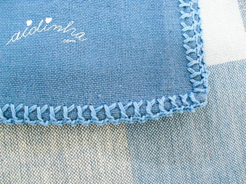 Pormenor do picô de crochet, do guardanapo azul