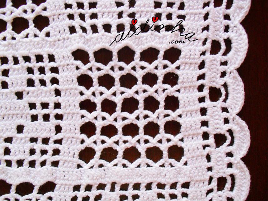 Motivo do ponto de aranha do naperon de crochet branco