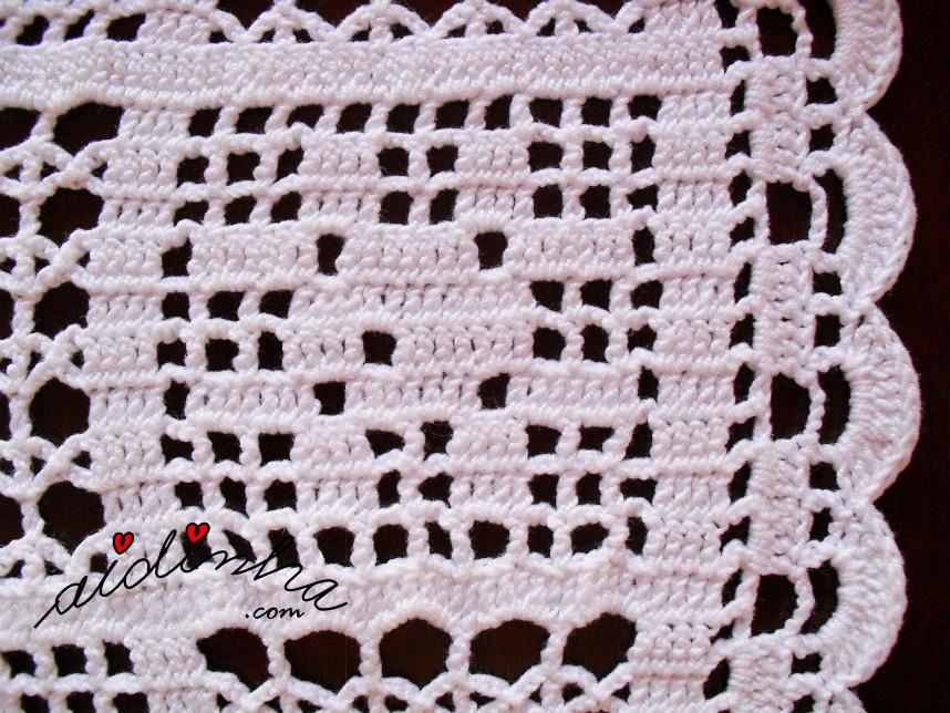 Motivo da rosinha do naperon de crochet branco