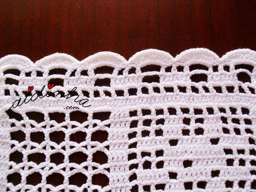 Pormenor do picô de remate do naperon de crochet branco