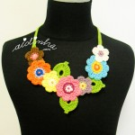 """Colar """"Bouquet"""", em crochet, noutros tons"""