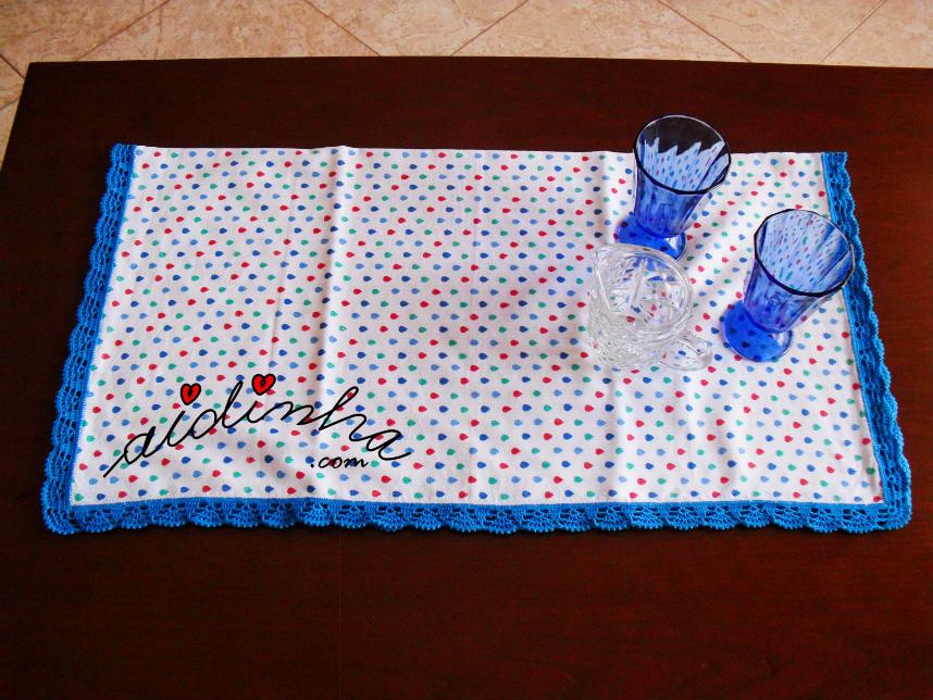 Vista geral do pano cozinha/copa com picô crochet azul
