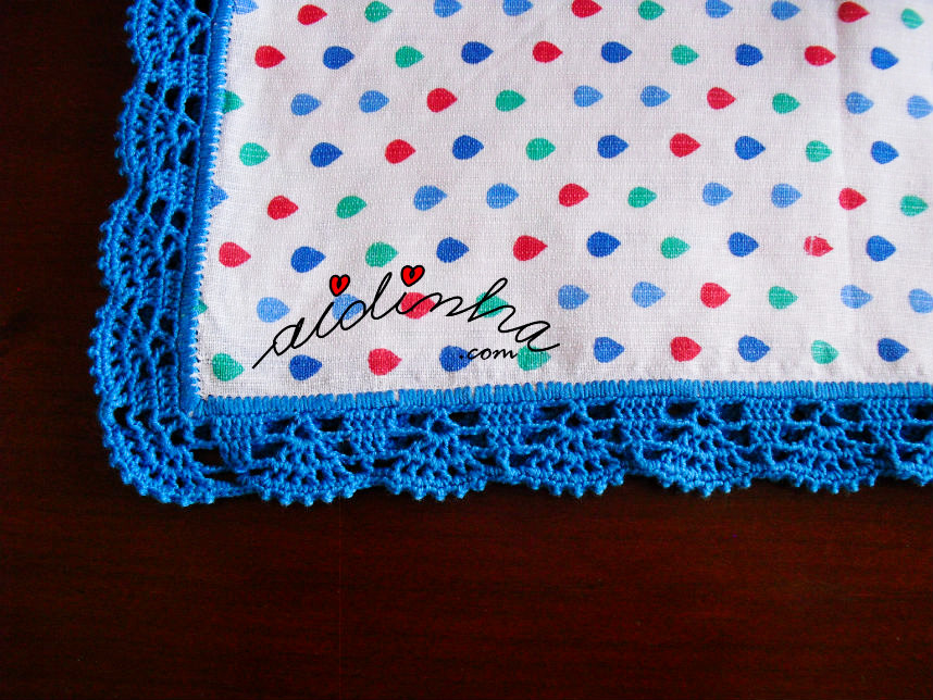 Vista geral do picô de crochet azul