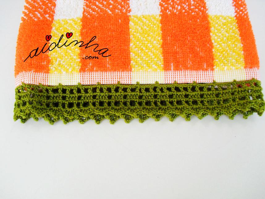 Vista do pano turco, com picô de crochet verde