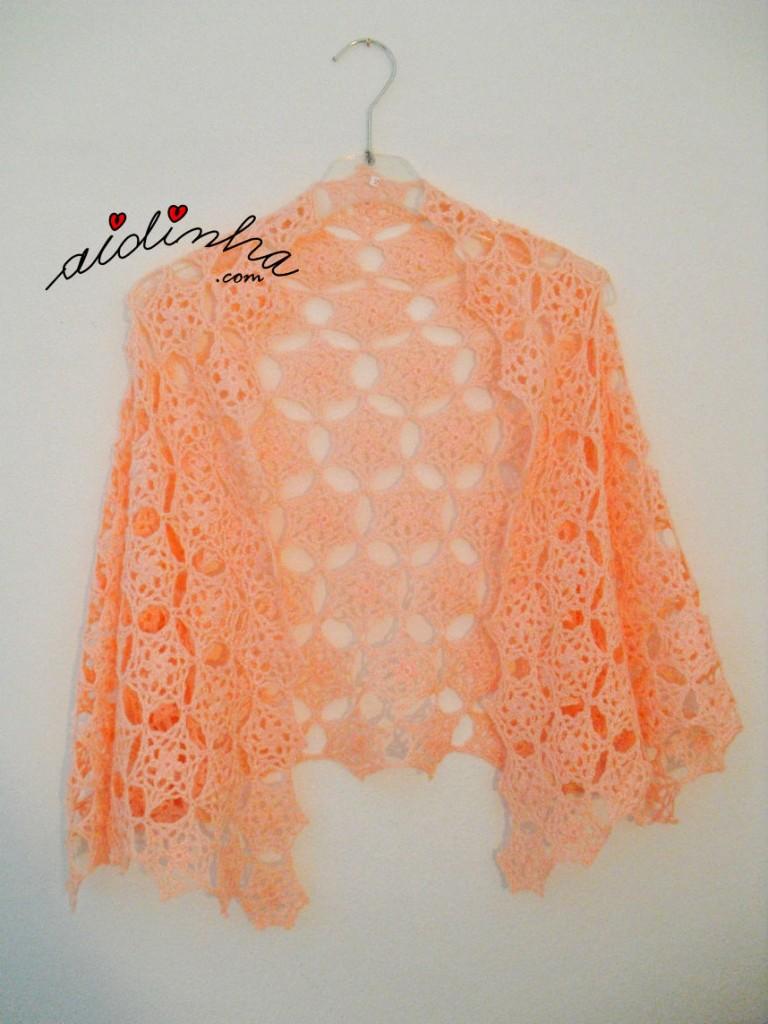 Estola em crochet, com rosetas, na cor salmão