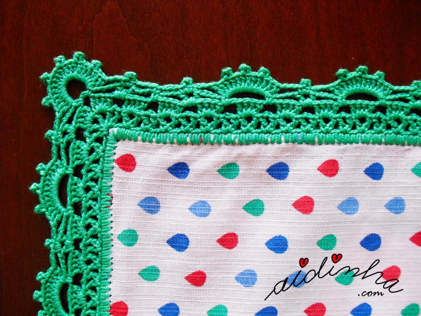 Outra foto do canto do picô de crochet verde