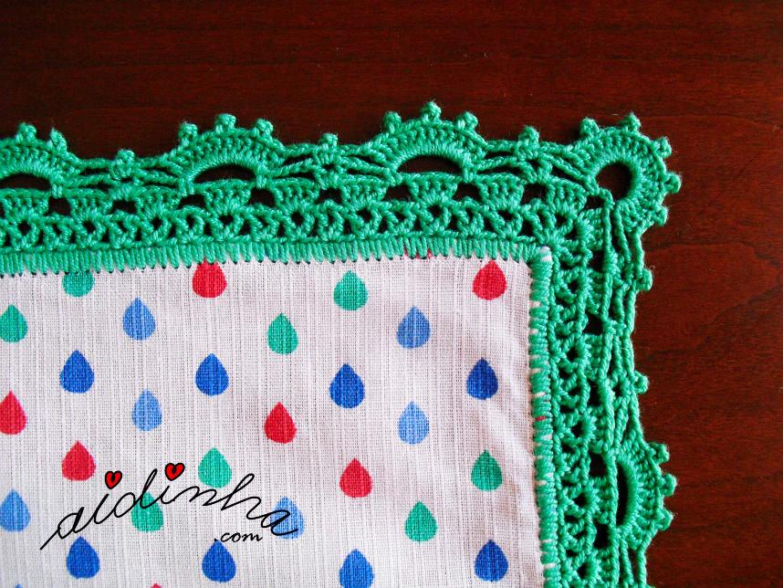 Foto de um dos cantos do picô de crochet verde