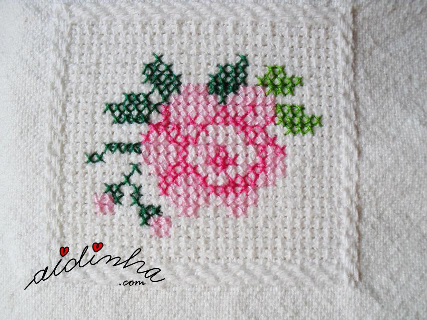 Motivo da rosa aberta, em tons de rosa