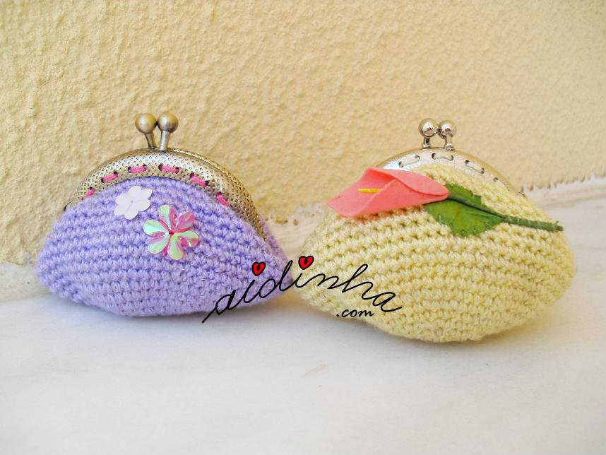 Bolsas em crochet, nas cores amarelo e lilás