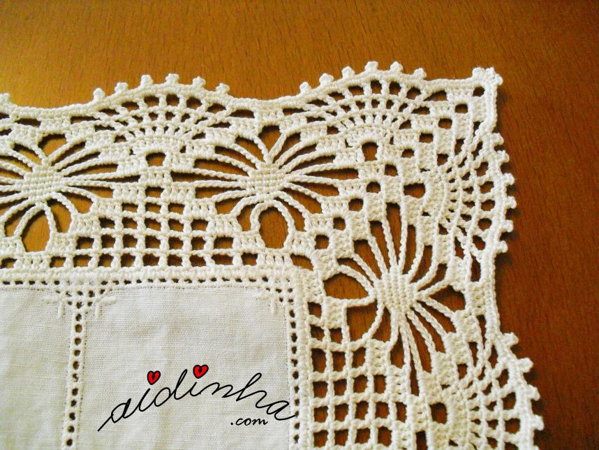 Pormenor do canto do picô de crochet, do naperon