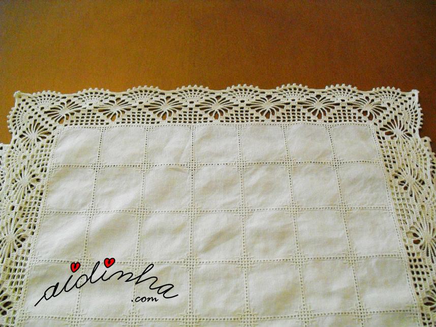 Vista geral do picô de crochet do naperon