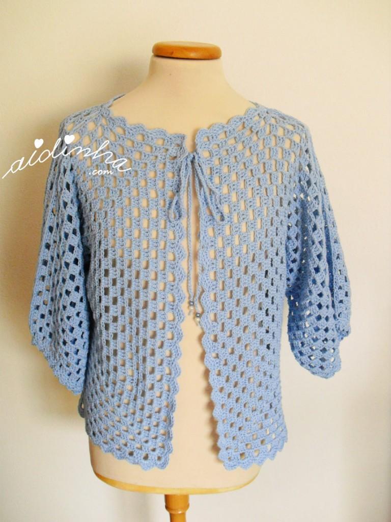 Casaco de crochet, na cor azul